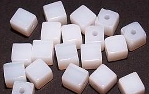 Glaswürfel ca. 6mm #49 weiß