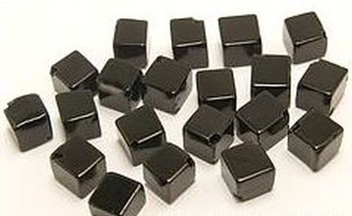 Onyx Würfel diagonal gebohrt ca. 6mm 20Stk