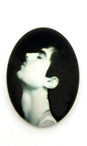 Burlesque Cabochon Y oval ca. 25 x 18mm