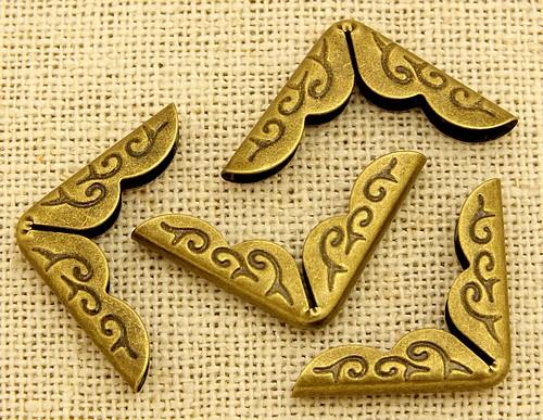 Buchecken Metall gemustert GROSS ca. 2,1cm antik bronzefarben 4Stk