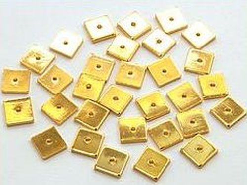Metallquadrate, goldfarben, ca. 6mm 30Stk