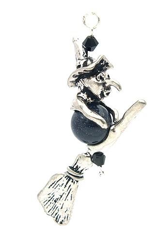 Kleine Hexe mit Besen auf Blauflusskugel ca. 8 cm