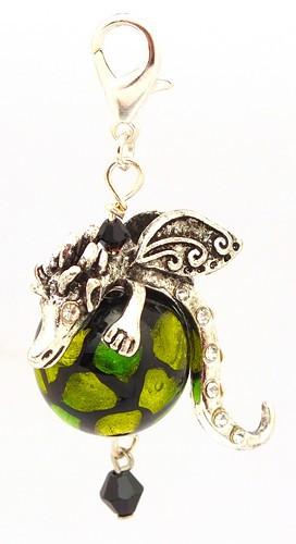 Mini-Drachenlady Godiva Anhänger Dragonball grün ca. 70 x 32mm 1Stk