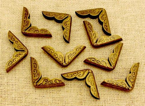 Buchecken Metall gemustert GROSS ca. 2,1cm antik bronzefarben 10 Stk